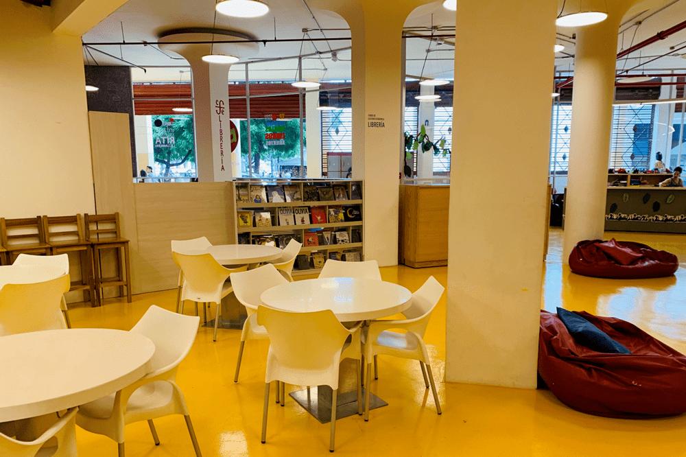 بخش سالن مطالعه کتابخانه دانشگاه هنر اکوادور