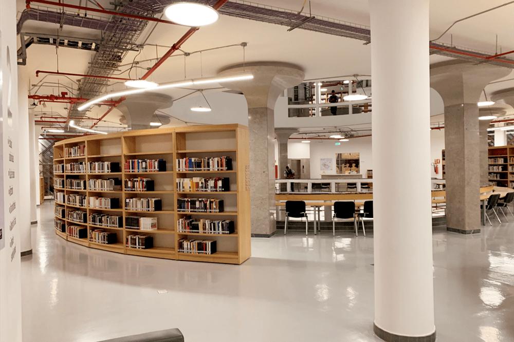 بخش کتابداری کتابخانه دانشگاه هنر اکوادور