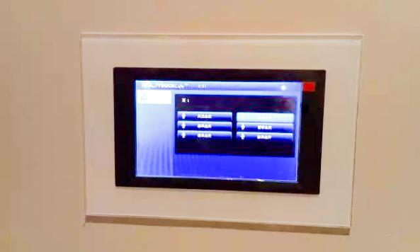 تاچ پنل هوشمند لمسی HDL با سایز صفحه نمایش 10 اینچ در سالن زیبایی هوشمند در شانگهای چین