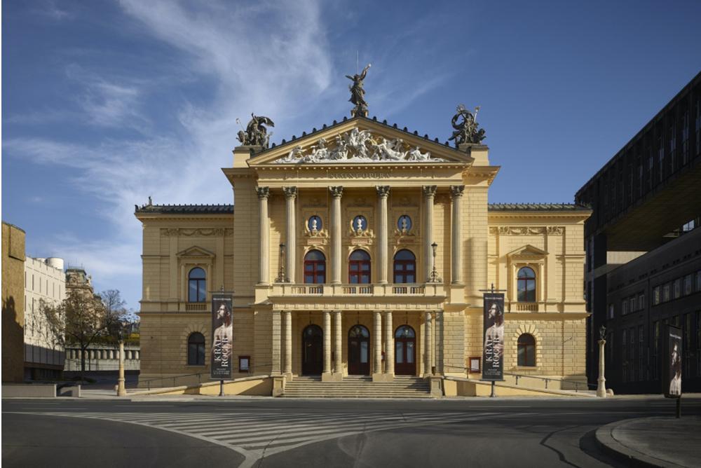 هوشمند سازی سالن تئاتر ملی پراگ پایتخت کشور چک با محصولات هوشمند HDL